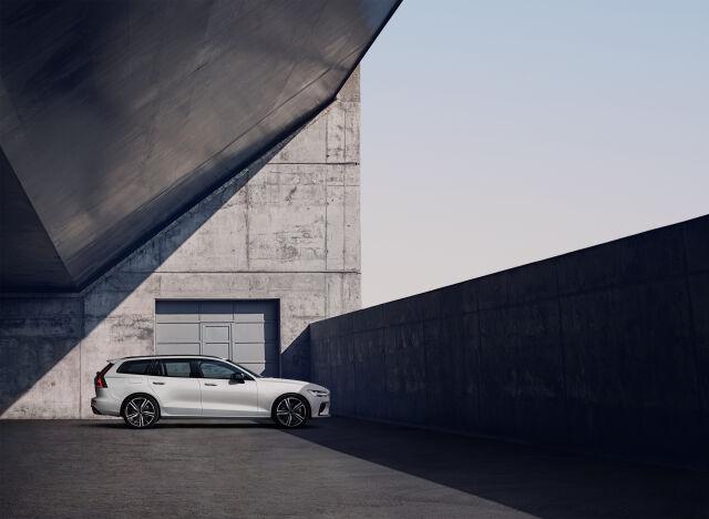 Volvo V60 T6 ja T8: varustetason korotus etuhintaan